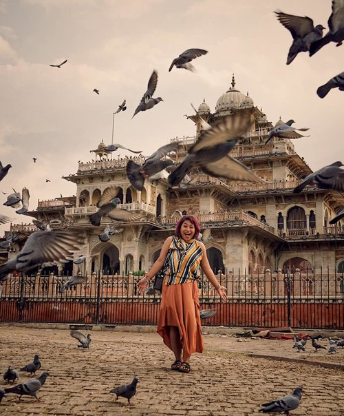 Expectation moment with real flying birds!.#clozetteid #jalanjalan #worldtravel #worldcitizen #traveler #travelblogger #travelspot #instagram #instagramable #imnotlost #lostinthecity #worldheritage #womantraveler #fashion #fashioncolours #fashionstyle #instafashion #fashiontips #tips #instatravel #aroundtheworld #travelaroundtheworld #dsypath #dsywashere #travelgram