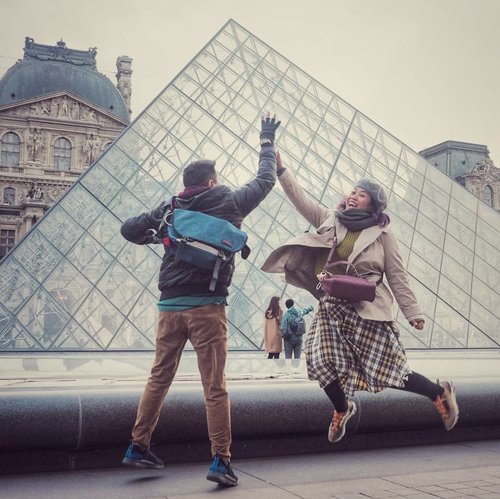 After 7 years, voila we are here again . #clozetteid #travelling #travelaroundtheworld #travellers #paris #louvre #dsywashere #dsybrangkatlagi