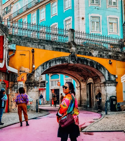 Pink street in Lisbon. Is it a must place to visit? Ehm..i think nah! Its only the street painted with  pink color, good for picture but nothing there. Except you pass by to this street, and then you find your moment to pose . #clozetteid #travelling #travelaroundtheworld #lisbon #portugal #pinkstreet #travelgram #aroundtheworld #aroundcityporto #travelstyle #streetstyle #streetwear #dsywashere #dsybrangkatlagi