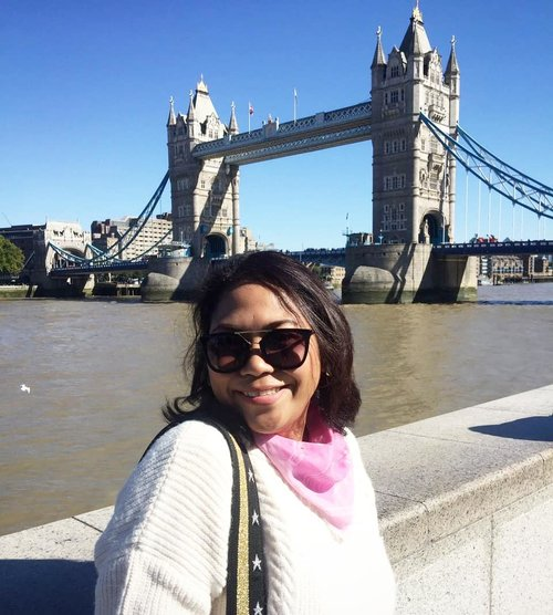 Pamer kacamata 🤣🤣🤣 (3) #throwback #london #towerofterror #whenuinlondon #traveller #worldtravel #tourist #london #uk #ukstreetwear #europe #girltraveller #clozetteid #streetfashion #palace #walk #walking #londonbridge  #toweroflondon