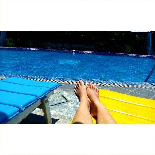 I thought that was beach =__=  #pool #swimming #suntanned #ClozetteID #colourful #photooftheday