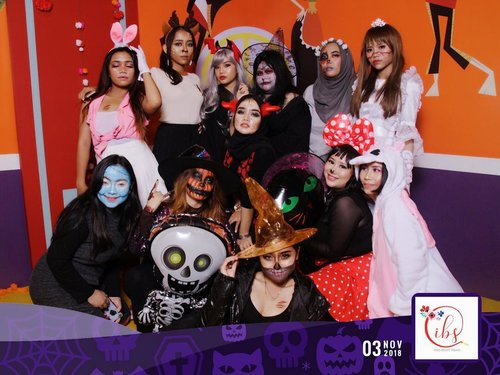 Too Cute To Spook Halloween Party@indobeautysquad X @absolutenewyork_id 🎃👻.Thankyouuu smuanyaaThankyou @indobeautysquad Seru bangettttt semalemm😍😍💕Iya si @hanummegaa udh apus makeup😂🤣.@indobeautysquad@absolutenewyork_id@eyelovin @tuchroses@naruko.indonesia@evete_naturals#IBSxAbsolutenewyork_id#IBSTooCuteToSpook#clozetteid