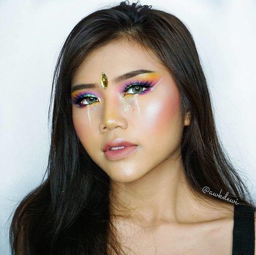 Rainbow Makeup Look*Recreate makeup lama 😂Tutorialnya nanti mlm/besok ya😁.Product use:Update soon#100daysofmakeup #indobeautysquad #makeupoftheday #clozetteid #tasyashoutoutfarasya #indobeautygram #ivgbeauty #makeupideas #festivemakeup