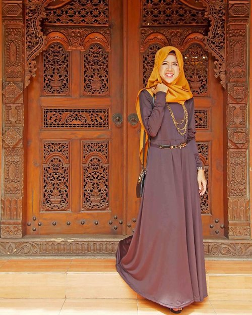 invest more of the money you make, back into your brand and in yourself. Always invest in YOU! #sarihalilintar #hijab #festive #motd #black #gold #hootd