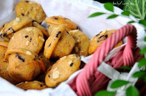 Setelah berbulan-bulan tak berkutat di dapur. Akhirnya kemarin bikin banana muffin spesial untuk @saliha.id team. Wuh! laris manis tanjung kimpul! padahal muffinnya bantat 🙈 tapi pada doyan. Alhamdulillah ya, sesuatu hehehe 😸 #sarimeals #clozetteid