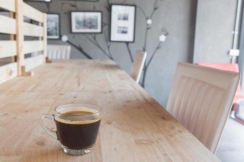 """#RenjanaJiwa Semenjak jadi pekerja kantoran aku makin addicted sama kopi. Kalo dulu ngopi cukup pas meeting sama klien. Sekarang setiap hari harus ada pasokan kafein.   Kalo nggak, udah deh... Habis jam makan siang aku pasti """"KENYANG BEGO"""" 🤣 susah kosentrasi dan ngantuk. Mau dipaksain juga ga bisa. Akhirnya jadi nggak produktif waktunya (lebih berfaedah buat tidur)  Nah, efek kenyang bego ini berkurang setelah ngopi. Entah sugesti atau bukan tapi fenomena ini ((( fenomenaaaa))) hampir selalu terjadi   Nah, siapa nih yang suka kenyang bego kayak aku 🙈 ayoo ngaku!!!   #clozetteid #coffee #manualb6rew #cafe #barista #indocoffeegram #coffe #instacoffee #cafelife #caffeine #drink #coffeeaddict #coffeegram #coffeeoftheday #cotd #coffeelover #coffeelovers #coffeeholic #coffiecup #coffeelove #coffeemug #coffeeholic #coffeelife """