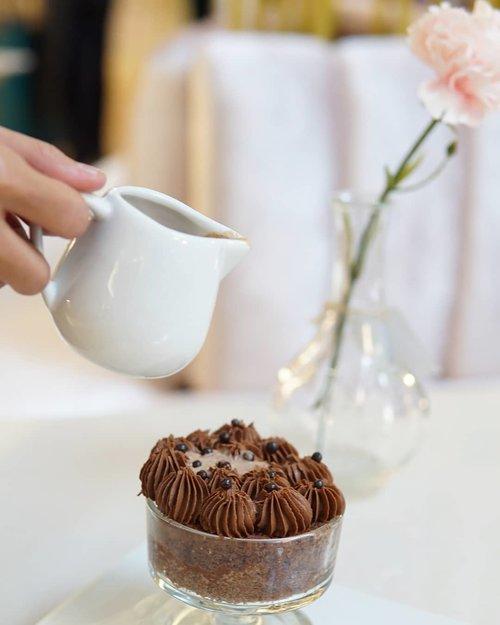 """<div class=""""photoCaption"""">Sweet and plumpy sponge cake with chocolate cream on top of it. <br /> <br /> Jangan keburu nafsu! Sebelum dimakan kue ini wajib diguyur dulu pake susu cokelat hangat. <br /> <br /> Hasilnya? Hmmm... tekstur kue yang mentul-mentul empuk itu jadi semakin lembut dikunyah.<br /> <br /> Ngingetin aku dengan kebiasaan mencelupkan regal dan biskuit kelapa dengan susu atau teh sebelum dimakan.<br /> <br /> Unfortunately aku nggak sempat mencicipi si krim cokelatnya karena sudah keburu dihabisin kamil 😂 <br /> <br />  <a class=""""pink-url"""" target=""""_blank"""" href=""""http://m.clozette.co.id/search/query?term=clozetteid&siteseach=Submit"""">#clozetteid</a>  <a class=""""pink-url"""" target=""""_blank"""" href=""""http://m.clozette.co.id/search/query?term=sweet&siteseach=Submit"""">#sweet</a>  <a class=""""pink-url"""" target=""""_blank"""" href=""""http://m.clozette.co.id/search/query?term=dessert&siteseach=Submit"""">#dessert</a>  <a class=""""pink-url"""" target=""""_blank"""" href=""""http://m.clozette.co.id/search/query?term=foodporn&siteseach=Submit"""">#foodporn</a>  <a class=""""pink-url"""" target=""""_blank"""" href=""""http://m.clozette.co.id/search/query?term=eat&siteseach=Submit"""">#eat</a>  <a class=""""pink-url"""" target=""""_blank"""" href=""""http://m.clozette.co.id/search/query?term=tasty&siteseach=Submit"""">#tasty</a>  <a class=""""pink-url"""" target=""""_blank"""" href=""""http://m.clozette.co.id/search/query?term=delicious&siteseach=Submit"""">#delicious</a>  <a class=""""pink-url"""" target=""""_blank"""" href=""""http://m.clozette.co.id/search/query?term=chocolate&siteseach=Submit"""">#chocolate</a>  <a class=""""pink-url"""" target=""""_blank"""" href=""""http://m.clozette.co.id/search/query?term=cake&siteseach=Submit"""">#cake</a>  <a class=""""pink-url"""" target=""""_blank"""" href=""""http://m.clozette.co.id/search/query?term=sweettooth&siteseach=Submit"""">#sweettooth</a>  <a class=""""pink-url"""" target=""""_blank"""" href=""""http://m.clozette.co.id/search/query?term=nomnom&siteseach=Submit"""">#nomnom</a>  <a class=""""pink-url"""" target=""""_blank"""" href=""""http://m.clozette.co.id/search/query?term=foodie&sites"""