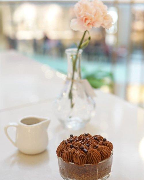Forget your diet! I'm your addiction. Swipe for the real addiction 😜  #clozetteid #sweet #dessert #foodporn #eat #tasty #delicious #chocolate #cake #sweettooth #nomnom #foodie #jakartafood #kulinerjakarta #jakartaculinary #uploadkompakan #kriaziya #sarifotografi #fotografermakanan #fotografermakananjakarta #foodphotography #foodphotographer #photographyagency  #alphagrammers #sonya6000 #sonyalpha_id #nofilter