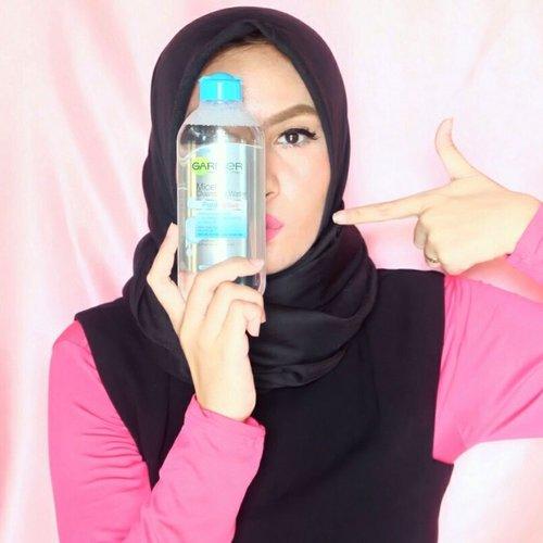 Kamu bisa liat gimana @garnierindonesia Mivellar Water ngebersihin make up di wajah aku (tinggal swipe ⏩ aja!) dan engga cuma buat bersihin makeup, Garnier Micellar Water juga bisa untuk membersihkan kotoran, debu dan minyak di wajah yang menempel seharian 👌😉 #Clean #Fresh #Garnier #GarnierIndonesia #garniermicellarwater #KamuHarusCoba #MeTime #MicellarWater #Beauty #Makeup #PembersihMakeup #makeupremover #cleanser #Review #duapuluhtujuhdesember #clozetteid #clozettedaily #starclozetter #IndonesianBeautyBlogger #bbloggers #beautyblogger