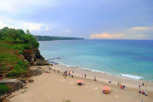 Bali, my dreamland. #bali #dreamland #klapa #pointofview #holiday #vacation #travelling #travelblogger #traveller #blogger #clozetteid #clozettedaily #beach #paradise #indonesia #nikonD3000 #bluesky #duapuluhtujuhdesember