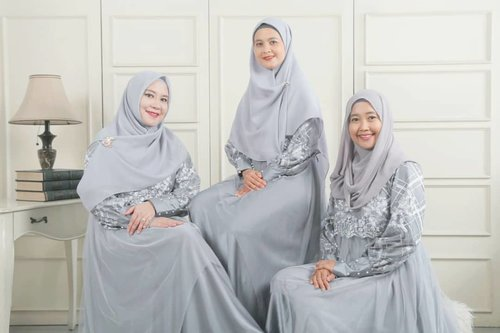 With positive vibes ladies from @hijabinfluencersnetwork @roswithajassin @jadeayu 😍...#clozetteid #hijabinfluencersnetwork #HIN #positivevibes #HIN_weshareGOODthings