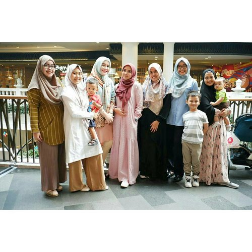 Earlier today: Happy lunch + Silaturahim with @ihblogger 💕 . . . #ihblogger #indonesianhijabblogger #silaturrahim #happylunch #clozetteid