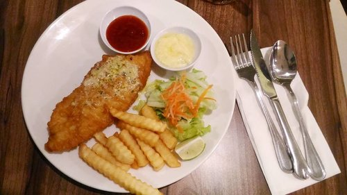 Makan apa siang ini? Mungkin fish n chips bisa jadi pilihan :)...#platinum #fishnchips #lunchidea #clozetteid #clozettelifestyle #ggrep #ggrepfoodie