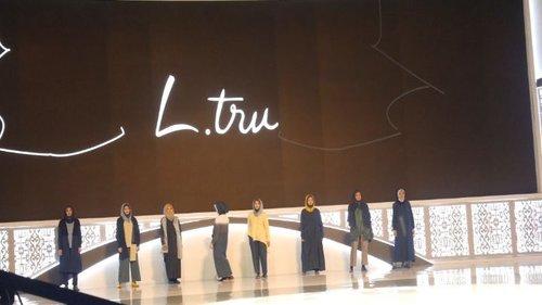 Koleksi Infinie dari @ltruofficial pada acara Indonesia Sharia Economic Festival (ISEF) 14 Nov 2019 lalu. Denim dan desain khas L.tru memang tak lekang oleh waktu, bisa dipakai kapan saja sesuai dengan tema #sustainablefashion 😍.Thankyou @hijabinfluencersnetwork 💞.#clozetteid #ltru #infinie #ltruinfinie #modestfashion #isef2019