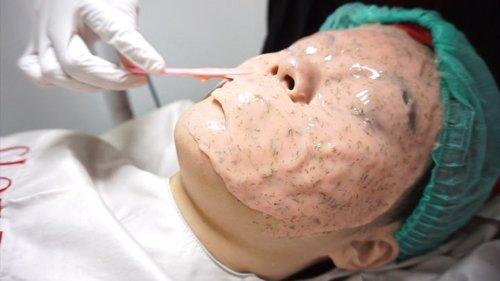 Sejak memasuki usia 22 tahun,menurutku skincare saja tidak cukup. Perawatan seperti facial pun sepertinya diperlukan. Karena,facial tidak hanya membantu untuk mengeluarkan komedo membandel,tetapi juga dapat mengenyalkan,mencerahkan,dan mengencangkan kulit..Setelah mencari informasi mengenai klinik kecantikan yang cocok,akhirnya pilihanku jatuh kepada Gloskin Aesthetic Clinic Banjarmasin..Berbagai macam pilihan treatment bisa kita temukan disini. Seperti tanam benang,botox,dan facial. Kali ini aku mencoba Hudraglow facial untuk melembapkan,mencerahkan,dan mengenyalkan kulit aku. .Penasaran bagaimana hasil dari treatment disini? Kalian bisa baca artikel lengkapnya di blog aku lylsabine.com atau ke channel youtube aku youtube.com/sabine9445 ❤️ #mulaidarimuda#gloskinclinic#clozetteid