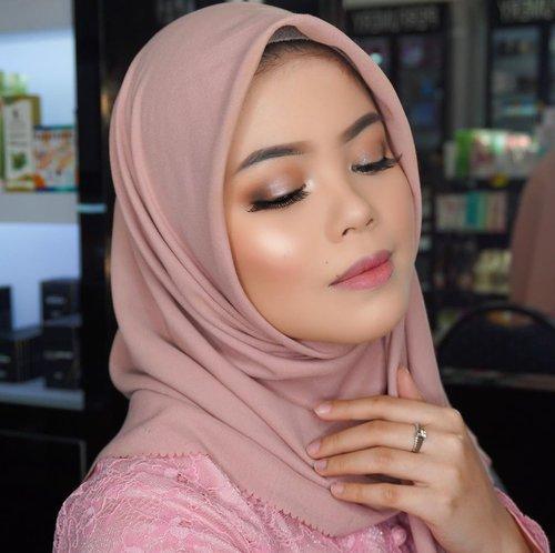 Bagusnya ini makeup untuk yudisium/graduation/bridesmaids ya? Tunggu tutorial fullnya ya di Youtube aku.  Tenaang produk2 yang dipake semuanya drugstore dan brand lokal kok 😘