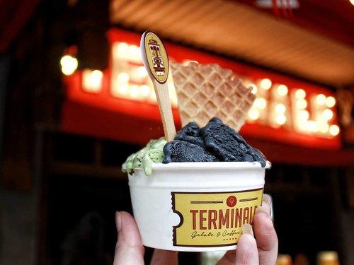 Enjoy holiday with this yummy gelato! 🍨I love combination of Greentea Brownies and Black Sakura.📍@terminale.gelato......#kulinerbdg #infobdg #dessert #gelatobandung #gelatoshop #gelatobar #gelatotime #dessertporn #dessertoftheday #clozette #clozetteid #foodporn #bandungfoodies