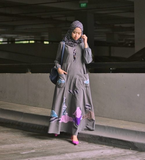 Playing quirky with batik? of course you can! Read how I did it on my blog, click the link in bio 😉 Wearing scarf and dress all from @soganbatik ❤  #soganbatik #hijabfashion #clozetteID #ClozetteBloggerBabes #jogjabloggirls