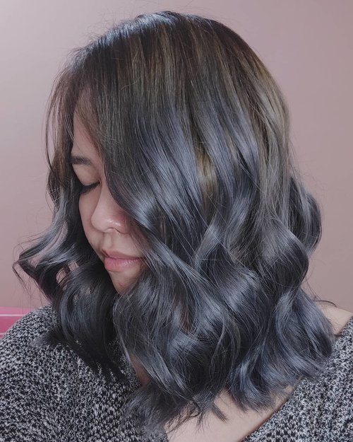 Painted my hair again last week. Was planning to get ash brown but i get the formula wrong, so it end up giving me ash dark blueish grey which fades to light ash brown in a week.Planning to stay with this color for my lil sister's wedding on January. Then perhaps I'm gonna dyed it ashy lavender. I'm really not used to with having plain hair anymore. Until I get bored or something that forced me to dyed my hair dark color again. You can see my explanation on @thedeehair highlights 😘😘..#clozetteID #deeshairjourney #cchannelid #potd #potdindo #vscocam #vsco #vscophile #vscogrid #peoplescreatives #igdaily #instadaily #instastyle #fashionblogger #photooftheday #justgoshoot #vscogood #snapseeddaily #snapseed #photoshoot #exploretocreate #vscodaily #love #ashgrey #balayagehair #ashgreyhair #ashgreybalayage