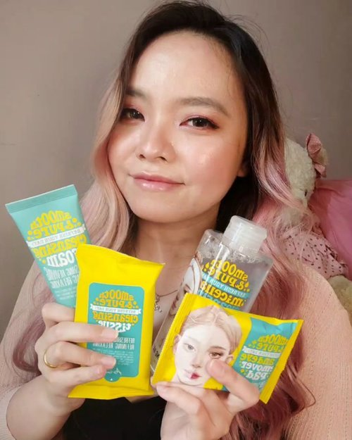 So @sociolla send a package and I decided to try @ariul_id Smooth & Pure Series, ada Lip & Eye Remover, Cleansing Tissue, Micellar Water, and their infamous Cleansing Foam.I have to say I'm in love with all of their products especially Lip & Eye Remover and the Cleansing Foam cos it has such a refreshing and calm scent that makes you smile while washing your face! I know I did, cos it smells SO GOOD! So the foam has Double Bubble System that's able to clean thoroughly even microdust. It also has 100% essential natural oil that can help moisturized the skin. I didn't feel any skin stripping or that squicky clean feeling that can make your skin dry or even damaged the skin barrier..As for the Lip & Eye remover, it's so easy to wipe clean even the most difficult one such as eyeliner and mascara, even glitters. So so amaze!!! The Micellar water is also incredibly smooth and soft to the skin.If you want to try this products, GOOD NEWS! Aku punya 50 voucher with value 30% off (max cashback 15k) untuk setiap pembelanjaan online di website @sociolla. Voucher Code: ARLXSBN100.So, makesure if you want to buy this, use my code to get MORE discount ♥️..#ariul #ariulbeauty #ariulsmoothandpurecleansingfoam #ariulsmoothandpure #lipandeyeremover #micellarwater #cleansingfoam #cleansingtissue #sociolla #SOCOID #SOCOBOX #beautyjournal #clozetteid #clozette #clozetteambassador #clozettestar