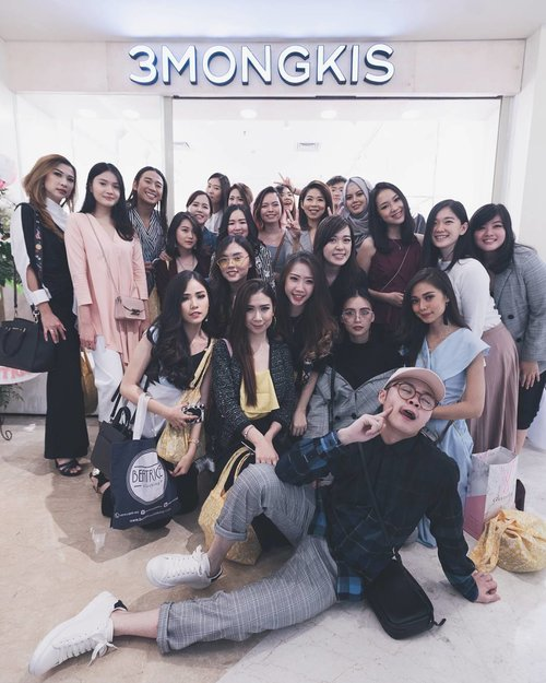 #throwback to @3mongkis store opening. It was great! Sekarang kalian bisa langsung ke store nya @3mongkis di Puri Indah Mall lantai 1 (Sederet dengan Etude House). Sorry for the late post, but still congrats ci @hettyawi, sukses terusss😘😘 Thankyou @3mongkis @kanekin.co for inviting me😘 . . . . . #Clozetteid #ootd #ootdindo #vscocam #vsco #vscophile #exploretocreate #justgoshoot #tbt #peoplescreatives #follow4follow @top.tags #photoshoot #igdaily #vscodaily #instadaily #instastyle #beautyblogger #like4like #happy #igers #instamood #photooftheday #outfitoftheday #picoftheday #instalike #clozettedaily #snapseed #fashionblogger
