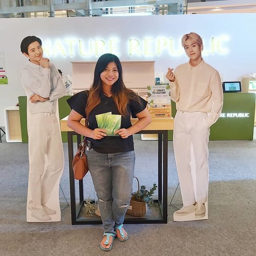 After taking photos at photobooth corner , 7 booth and post it, I got 3 Face Mask~ Very exciting experiences because I love to take photo at instagramable place 😍😍😍 . Bersama Exo lagi 🤣🤣 . . #kbeauty #kbeautyskincare #beautyblogger #JourneytoNature  #clozetteid #PlayWithNatureRepublic #JourneytoNature #NatureRepublicIndonesia #beauty #skincare #nature #natural