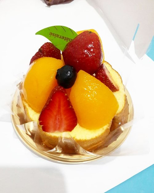 Perfect taste from @chateraise.id . Celebrating September Girl Birthday with delicious cake😍 . . . #luseechinbirthday #cake #birthdaycake #celebration #food #foodies #dessert #foodlover #instafood #lifestyle #blogger #pastry #fruit #clozetteid #kue