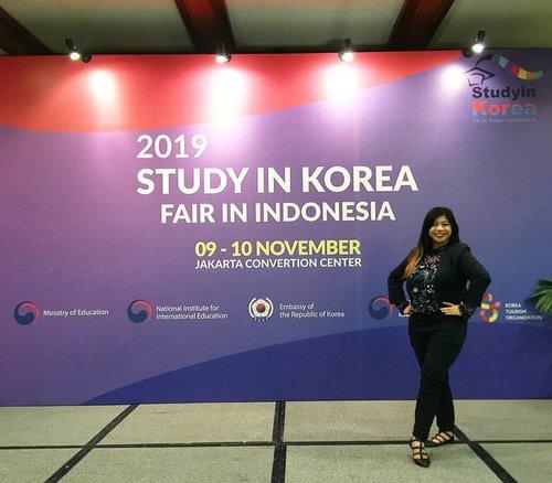 2019 Study in Korea Fair in Indonesia ~.Di mulai dari tanggal 9 November 2019 .Acara x ini di ikuti oleh 46 universitas dimana banyak sekali program pendidikan yang bisa menunjang pilihan melanjutkan study ke Korea...#luseechinstoryofkorea #Kpassport2019 #kfestival2019 #KFest2019IDJohayo #KFestival2019ID #sahabatkorea #koreanet #honoraryreporters #lifestyleblogger #clozetteid #soconetwork #instablogger