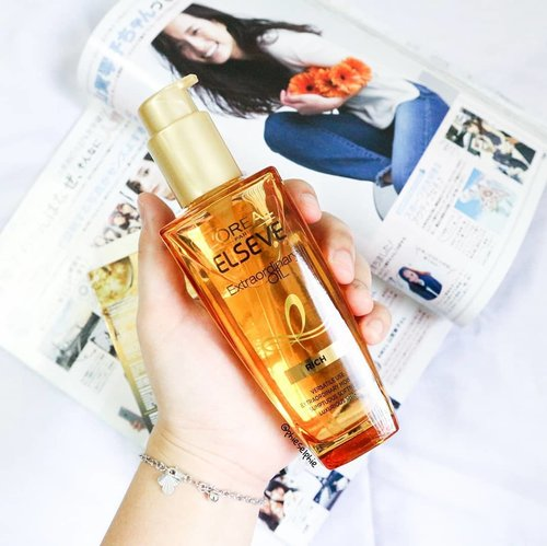 I used to rely on conditioner to achieve smooth hair, until I try hair oil 🥰 . L'Oreal Extraordinary Oil is one of the most hyped hair oil among beauty enthusiasts because it not only works as extra nutrients, but also as heat protection, during styling, and overnight treatment 🌜 . With oil texture, it doesn't feel sticky and also has a soft flowery scent 🌼 . Packed in a thick glass bottle, with a pump for easier usage 💆 . . . . . @getthelookid #extraordinaryou #sbybeautyblogger #blogger #beautyblogger #clozetteid #indonesiabeautyblogger #beautybloggerindonesia #sbybeautyblogger #surabayabeautyblogger #beautybloggersurabaya