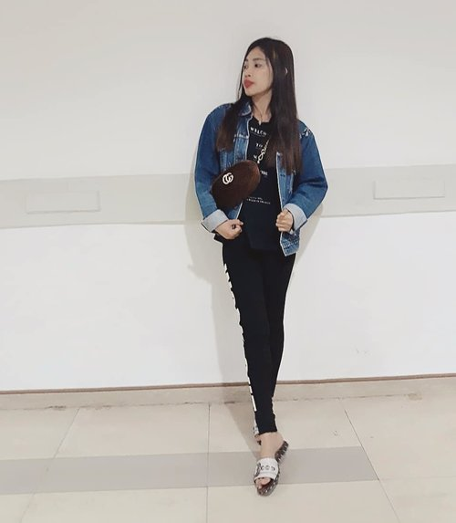 Wearing levis denim jacket from trift store alias cabo 😊  #ootd#movietime #venom #levis #lookbook #clozetteid