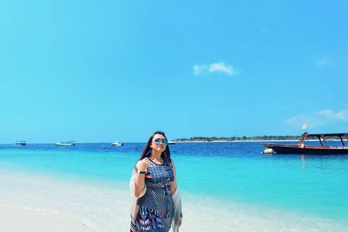 Terlalu kangen banget sama jalan jalan ya allah.. Kangen pantai 😭😭😭 . . . . . . . . . . #clozetteid #khansamanda #khansamandatraveldiary #sea #beach #beachlife #lombok #indonesia #gilitrawangan #vitaminsea #beautifuldestinations @beautifuldestinations #travel #traveltheworld #100haringontenwithibc