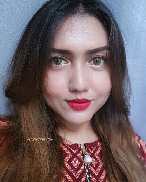 Red lips 💋  Makeup used : - Monistat Complete care chafing relief powder gel - Kryolan supracolor natural beige - @laneigeid bb cushion pore control -@nyxcosmetics_indonesia refine and define powder foundation - @jussmiss_id eyebrow pencil coklat - @nyxcosmetics_indonesia tame and frame brow pomade espresso - @urbandecaycosmetics brow tamer dark - @sephoraidn medium bag palette - @silkygirl_id gel liner pure black - @maybelline magnum barbie mascara - @elfcosmetics disney elsa beauty book palette snow queen highlighter -@nyxcosmetics_indonesia cream blush - @makeoverid contour kit - @wardahbeauty lip matte 01 - softlens : @freshkonindonesia colors fushion warm hazel  #clozetteid #clozetteambassador #khansamanda #beautyblogger #blogger #makeup #bblogger #beautybloggerid #makeupartist