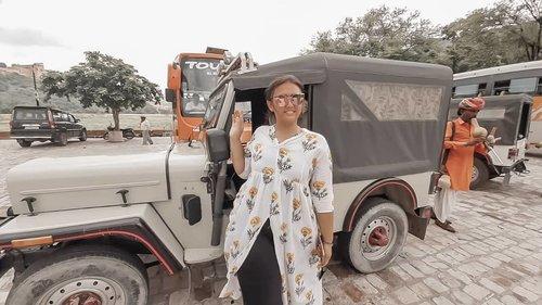 Minggir.. Princess jodha cantik mau lewat naik jeep.. Hehe😂😂 . . . . . . . #khansamanda #jaipur #india #visitindia #wonderful #beautifuldestinations  #khansamandatraveldiary #travel  #travelphotography #travelblogger #indonesiatravelblogger #travelgram #womantraveler #travelguide #travelinfluencer #travelling  #wonderful_places #indtravel #indotravellers #exploreindia #bestplacetogo #seetheworld #solotravel #amerfort #clozetteid