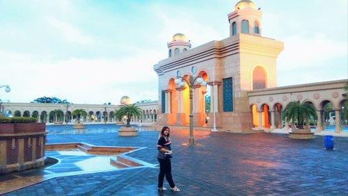 Masjid Baitul Muttaqien - Islamic Center SamarindaMasjid terbesar dan beneran bagusssssss banget arsitekturnya... kaya istana.. mashaallah💕💕💕💕...................#Clozetteid #khansamanda #bloggermafia #travelessentials #khansamandatraveldiary #exploresamarinda #samarinda #explorekalimantan #kalimantantrip #islamiccenter #mosque #samarinda