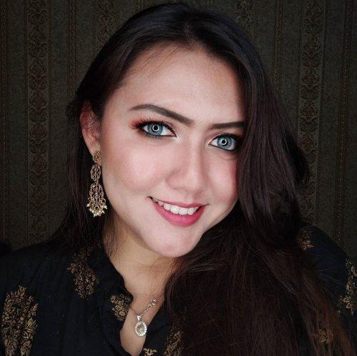 Kalau corona berakhir apa yg mau kalian lakukan?  Kalau gue, mau jadi wanita india kembali wkwkwkwk😂😂😂😂 kangen hiruk pikuk delhi 😂😂😂😂😂 Semoga kita semua selalu dilindungi dan sehat semua ya guys! Amin.. Stay safe, stay healthy dan #DirumahAja yaa . . . . . . . . . . #clozetteid #khansamanda #beautyblogger #beautybloggerindonesia #bsid #beautygoersid #bbloggerid #selfie #selfquarantine #makeup #indian #indianlook #delhite #bollywood