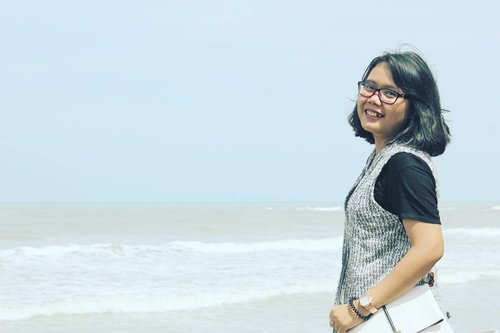 Always happy to meet the beach 😍❤🏖💦 - - #black #white #BlackandWhite #fashion #style #favorite #like #sea #beach #photo #photos #photooftheday #canon #indonesia #girls #girl #clozette #clozetteid #lookbook #lookbookindonesia #weekend #ggrep #anyer #anyerbeach #im3ooredoosquad #im3ooredoosnap #pantai #weekend #cheers #cheersforlife