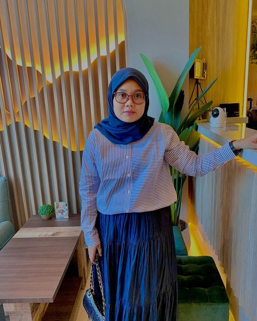 Whatever is good for your soul, do that 🤗  - - #clozette #clozetteid #hlladies #ootdwithhl #hlmonthlygiveaway #setiabersamahl #localbrand #supportlocal #cafe #cafedijakarta #outfit #look #lookbook #lb #likes #heavenlights #heavenlightscustomer #hijabers #hijabootd #hijabootdindo