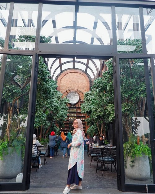 Weekend with good friends, good place, good tunic, good food and good spot ❣️___________#OOTD#Clozetteid#IM3OoredooSquad#evidibogor#travelling#travel #weekend