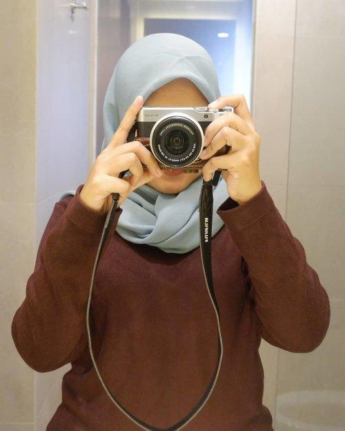 Mau lihat aku saat makeup 🙈 Just swipe next 😜_Susahnya foto biar blush on nya keliatan 🙈 Btw kamera nganggur nih, ajak kemana kek 🤭_#Clozetteid #IM3OoredooSquad #fujifilm