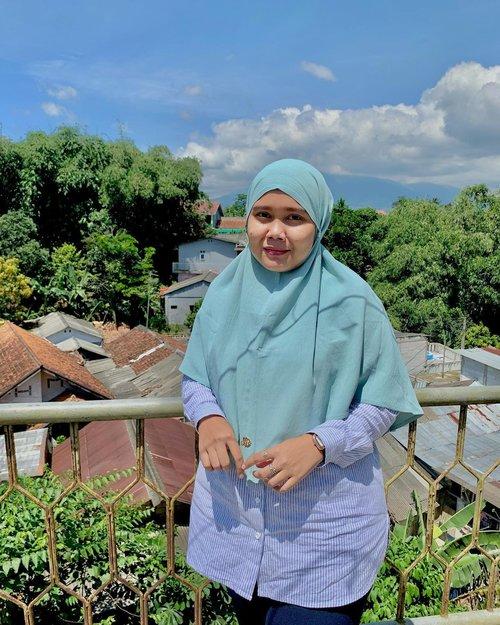 Mingguku main ke Bogor dikasih langit yang indah dipagi hari ini ☀️Wearing Aluna Bergo by @heaven_lights -#hlladies #hlmonthlygiveaway #setiabersamahl #ootdwithhl #heavenlightscustomer #heavenlights #hlpremiumscarf #dayanascarf #scarf #clozetteid #clozette #iphone #shotoniphone #iphonesia #lb #like