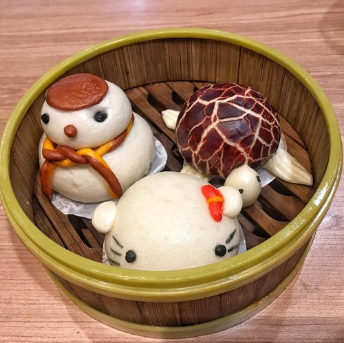 Aren't they cute? Only 16k for all of these at @theyumzid . Hellokity is corn dumpling Snowman is chicken dumpling and turtle is red bean dumpling. . So far they are my fave dumplings. Happy Valentine's everyone. Celebrate it with sweet dumplings like these 😘 . #dumplings #clozetteid #lifestyle #foodie