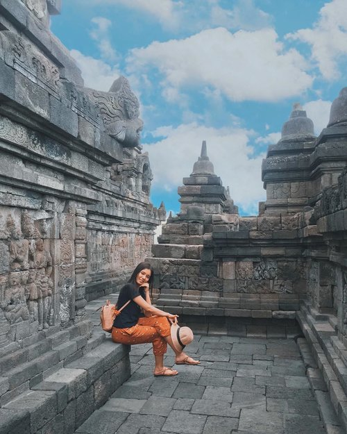 Hello Yogyakarta 😍😍sit down alone and refreshing time ☺️ ....#candiborobudur #travelling #ootd #clozetteid