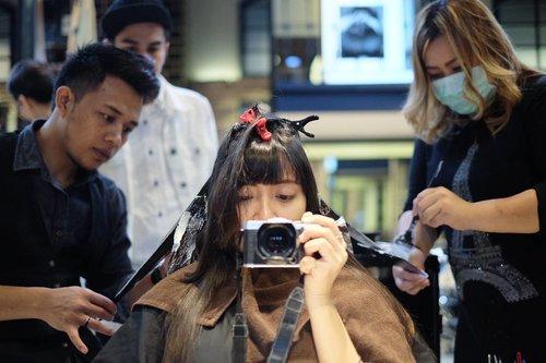 Akhirnya memberanikan diri untuk ngecat rambut setelah dua tahun hanya berandai-andai saja. Hal ini terwujud berkat @clozetteid dan @irwanteamhairdesign. Thank you mas @dedy_mada. ❤️ . . .  #hairjourney #hair #clozetteid #clozetteambassador #irwanteam #hairstyle #ombre #ombrehair
