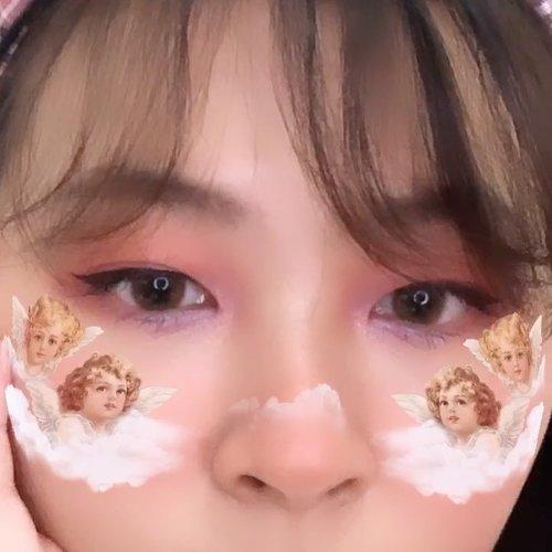 Exploring eye look these days and I love this one! 🍑🍇 Tipe mataku tuh tricky banget mau dimacem2in, karna rada hooded eyes gitu trus gendut eyelidnya. Dipakein apa2 suka tenggelem 🤣🤣 Video coming soon! #japobsMOTD...#clozetteid #eyelooks #eyemakeup #eyemakeupideas #makeuptutorial #beautybloggers #beautyobsessed #indobeautygram #indobeautysquad #indobeauty #뷰티 #뷰티스타그램 #화장 #화장품 #コスメ #メイク