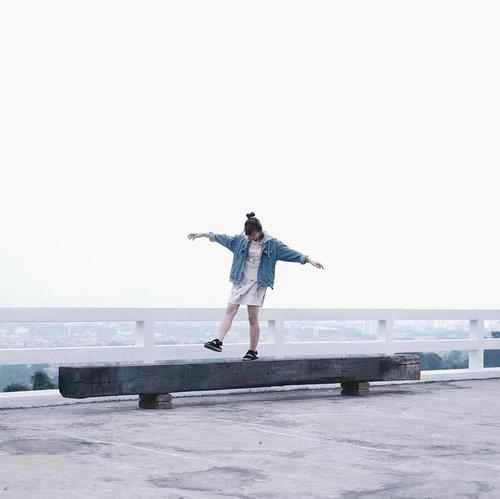Fly 💣...#clozetteid #japobs #bandung #explorebandung #dagobandung #sky #fashionblogger #travelblogger #abmtravelbug #fujifilmxseries #여행 #여행스타그램 #旅行