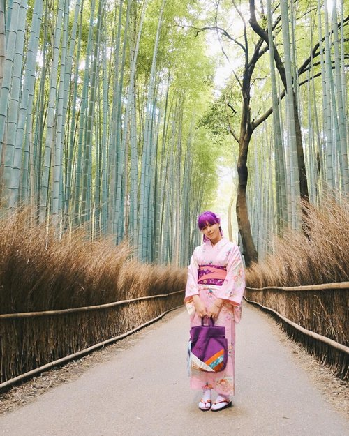 Because I miss Japan again 🎋 I think this photo turned out better because my editing skill also improved a lot since last year. You can see the difference on my instastory 😆😆 Oh, I think I also made a nice decision by investing my money on iphone (like finally!) 🤭 #BigDreamerInJapan . . . #clozetteid #arashiyama #arashiyamabambooforest #japanloverme #explorekyoto #kyotojapan #travelblogger #bloggerstyle #kimonorental #jntoid #旅行 #京都 #嵐山 #여행 #일본여행