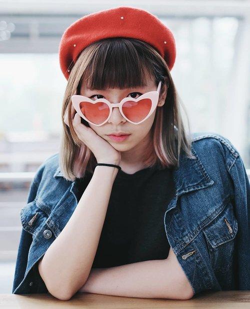 Everyday mood 😤 . . . #clozetteid #fashionblogger #fashiondiaries #styleinspiration #styleblogger #berethat #sunglasses #asiangirl #wearjp #streetstyle #패션 #패션스타그램 #오오티디 #스트릿패션 #패피 #今日のコーデ #コーディネート