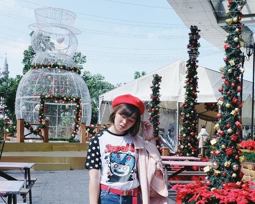 Xmas vibe everywhere~ but I'm wearing spookii tee from @spookiiland 😆😆 stay tuned for the full outfit shot 🎉 . . . #clozetteid #fashionblogger #ootd #ggrepstyle #kawaiifashion #jfashion #harajukufashion #fashion #style #wearjp