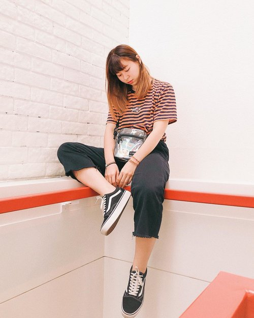 Sometimes I want to wear something more girly but in the end I always go with a t-shirt 🤓 #japobsOOTD #truestory . . . #clozetteid #fashionblogger #outfitoftheday #ootd #ootdindo #lookbookindonesia #ootdindokece #streetstyle #styleinspo #styleblogger #ootdbloggers #패션 #패션스타그램 #오오티디 #스트릿패션 #今日のコーデ #今日の服 #ファッション