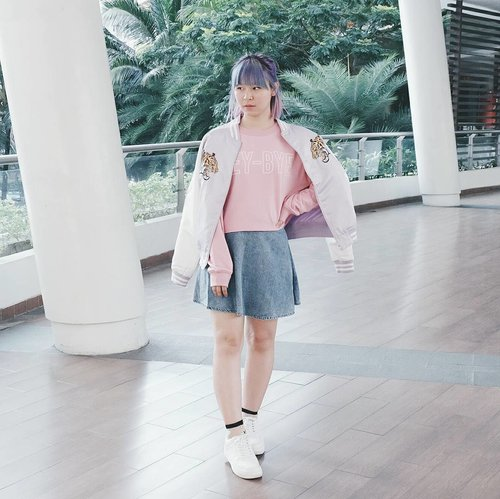 Labeling myself as a fashion blogger but don't act like one lately. I'm about to take down that 'fashion blogger' from my bio but nah, never. Hahaha. Therefore I dropped a new #outfit post on #bigdreamerblog 💖 Click link on bio to read ✌ . . . #clozetteid #fashionblogger #fashionblog #ootd #ggrep #gogirlmagzstyle #lookbookindonesia #ootdindo #styleblogger #cgstreetstyle #styleinspiration #fairykei #pastel #pastelhair #sukajan #japanlover #harajuku #jfashion #coordinate #今日の服 #패션 #패션스타그램 #오오티디 #스트릿패션 #인스타패션